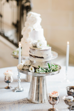 Table of Multiple Wedding Cakes