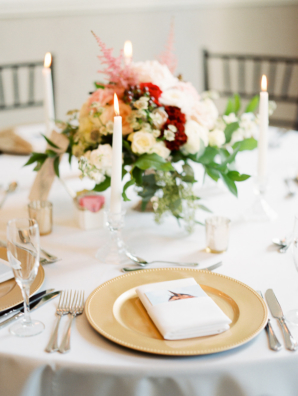 Wedding Table in Red White Gold