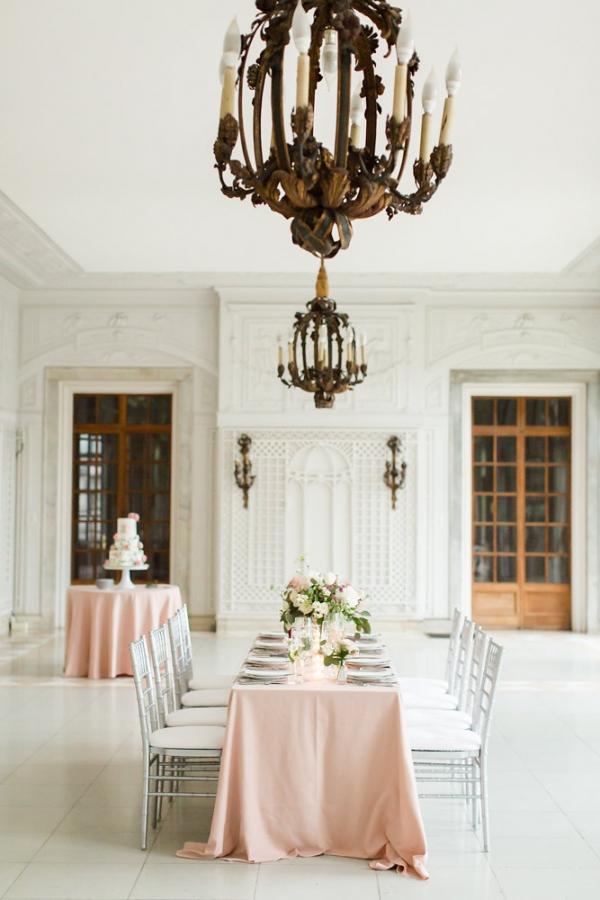 Elegant Pink and White Wedding Table