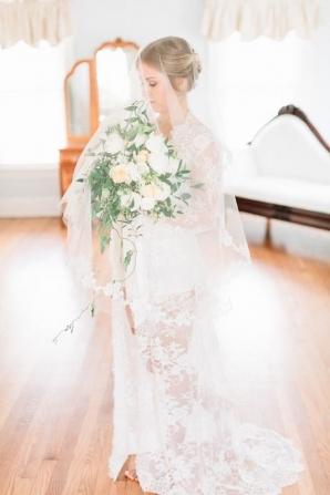 Elegant Bride Lace Robe