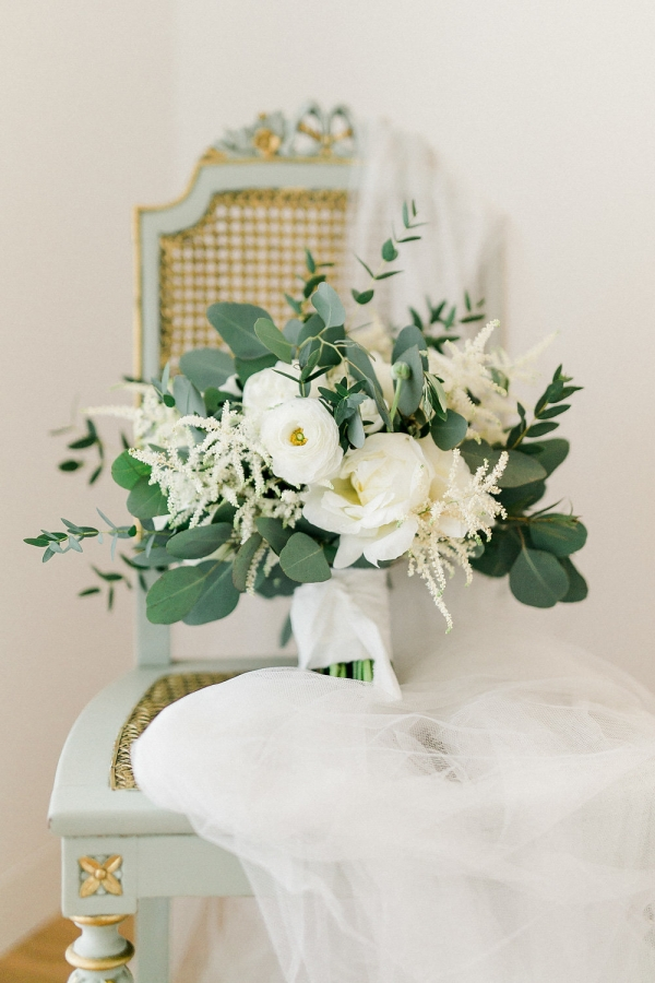 Snow White and Green Bouquet