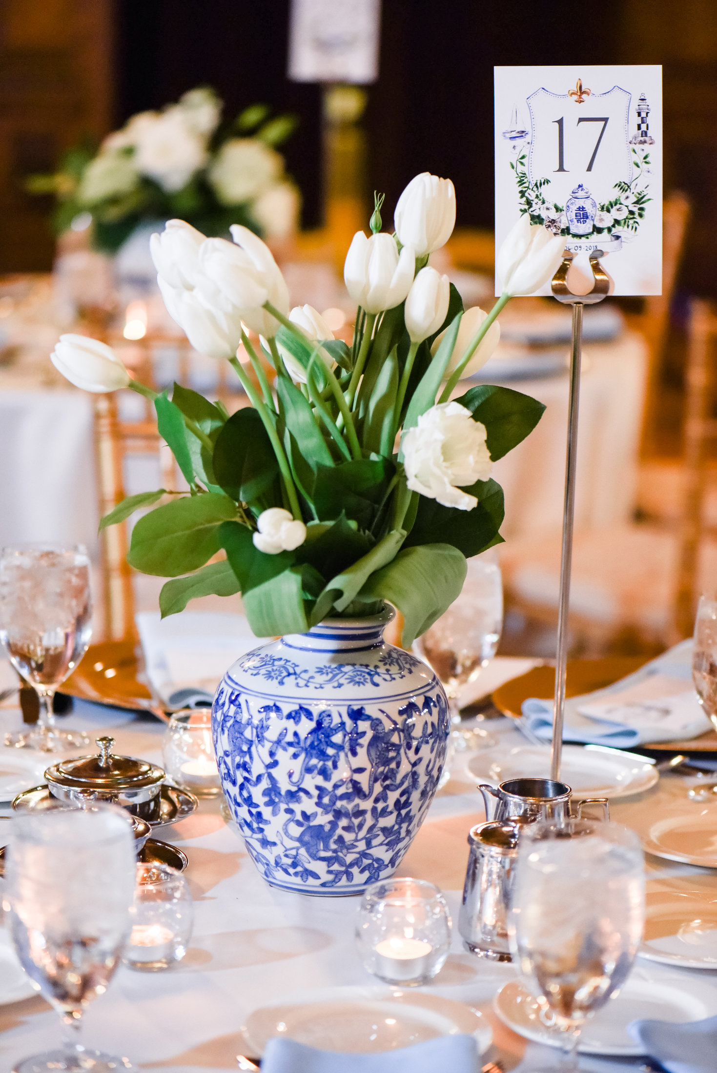 Blue and White Pottery Vase for Wedding