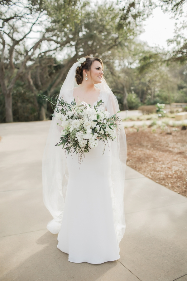 Bride with Elegant White bouquet
