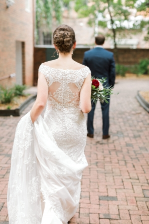 Traditional Virginia Wedding with Pops of Blue05