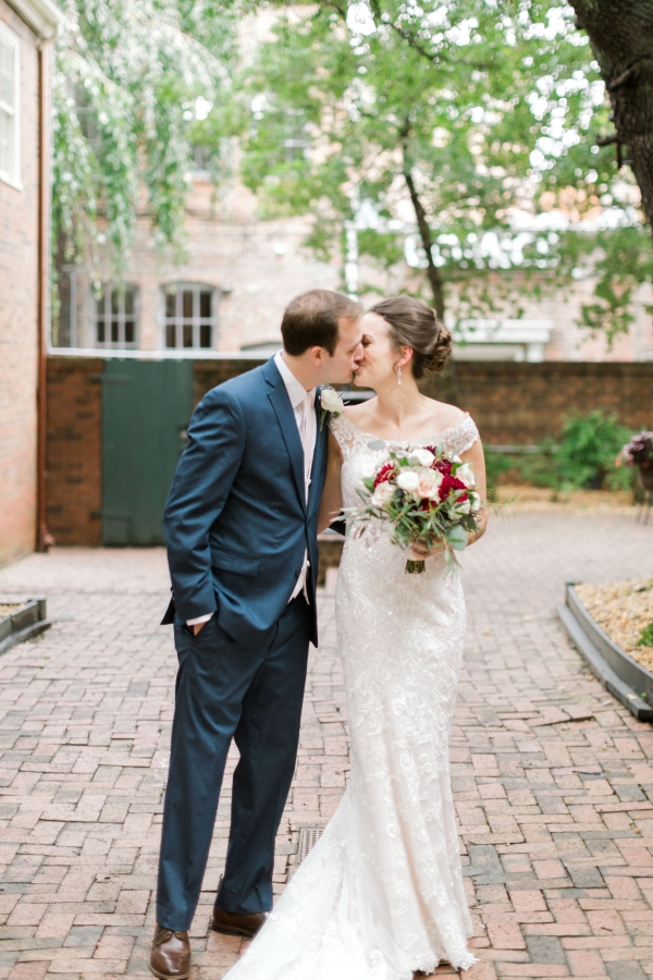 Traditional Virginia Wedding with Pops of Blue07