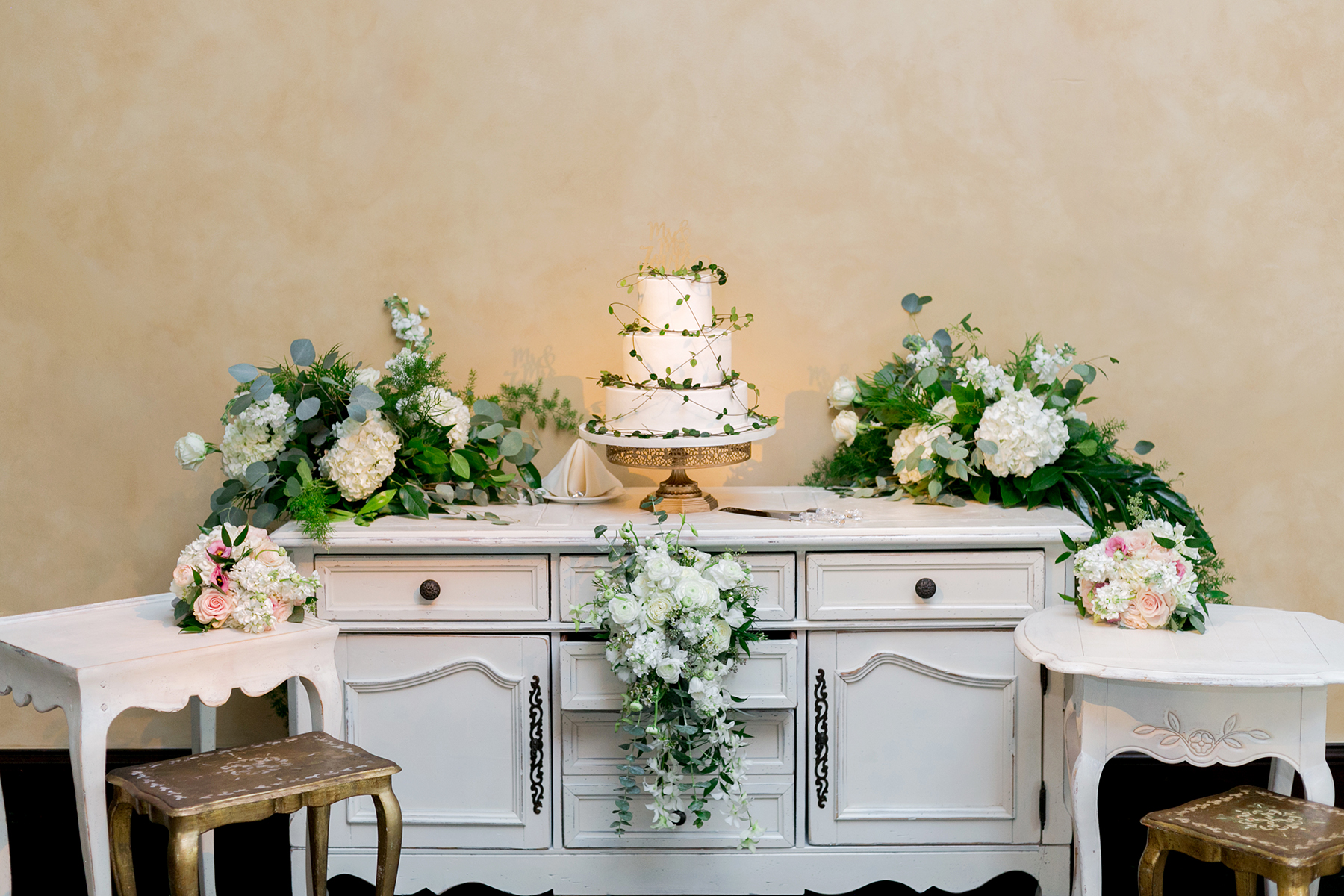 Wedding Cake Table 1