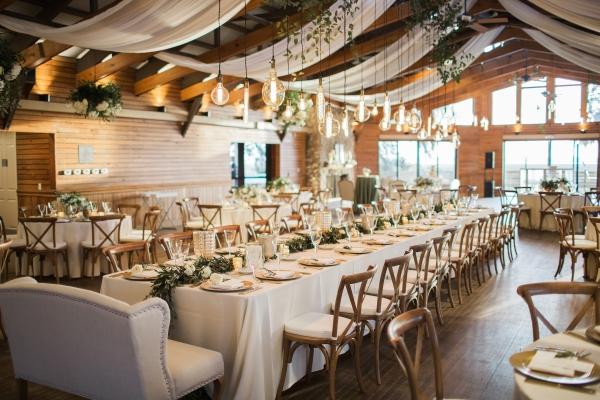 White and Gold Elegant Wedding Table