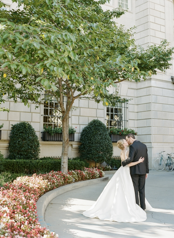 Classic Museum Wedding in DC Lisa Blume38