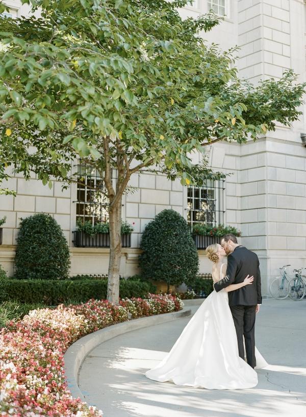Classic Museum Wedding in DC Lisa Blume38