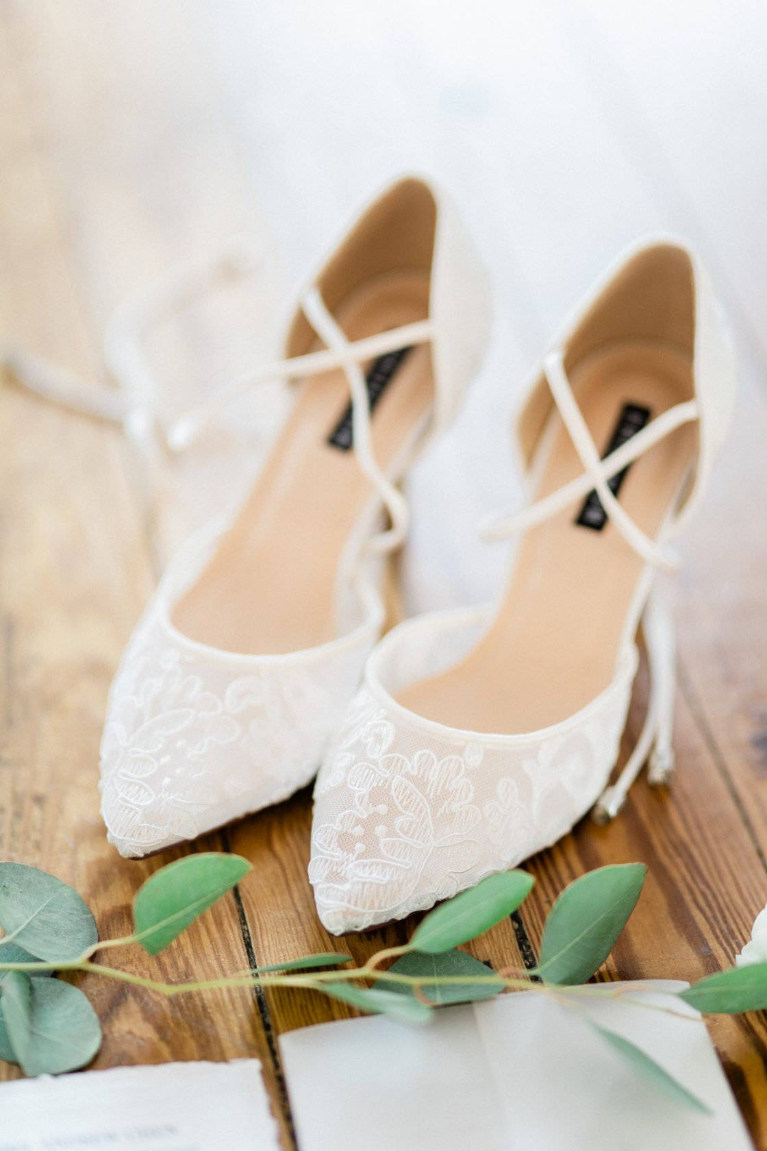 Classic Soft White Wedding Inspiration Flora Bloom Photography02