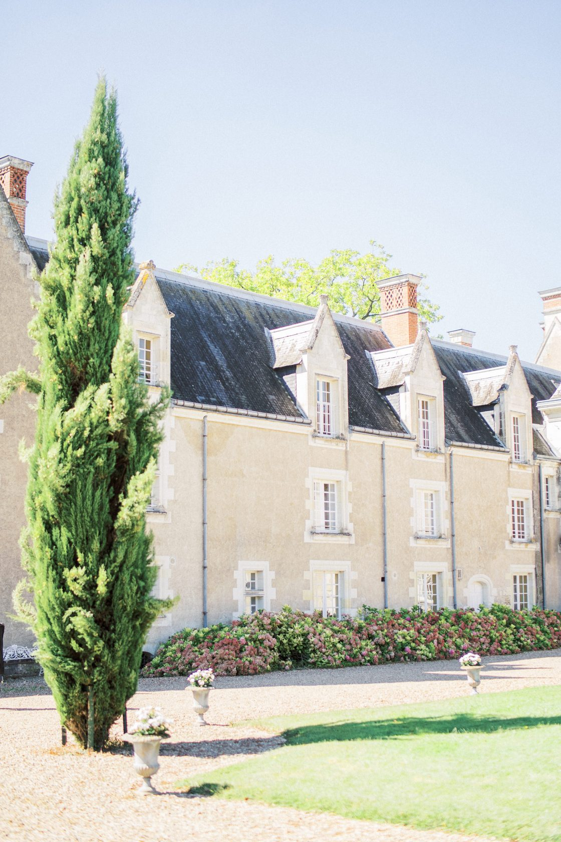 French Chateau Wedding Inspired by Nature Romain Vaucher02
