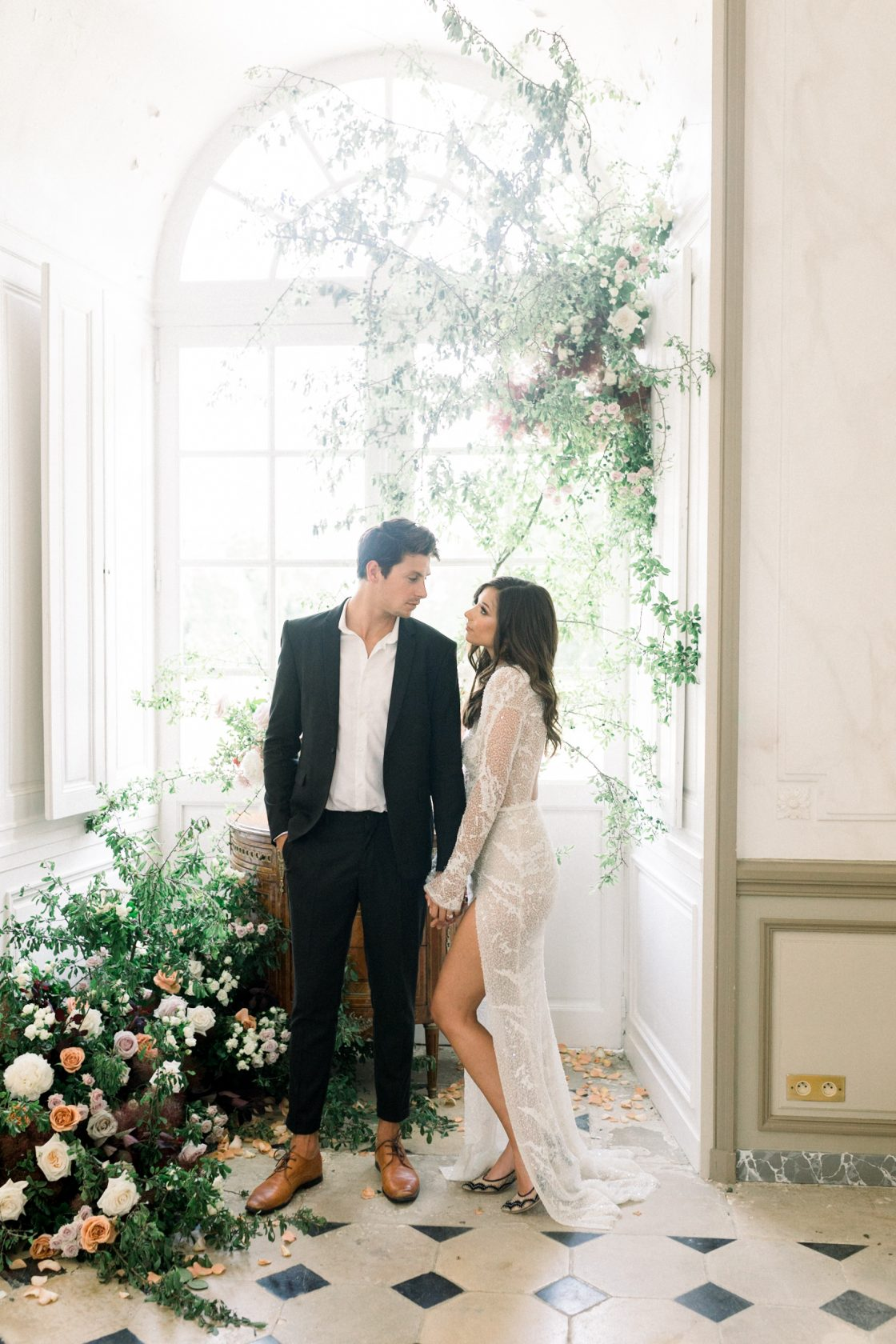 Intimate and Lush Elopement Inspiration in Normandy Alexi Lee Photography04