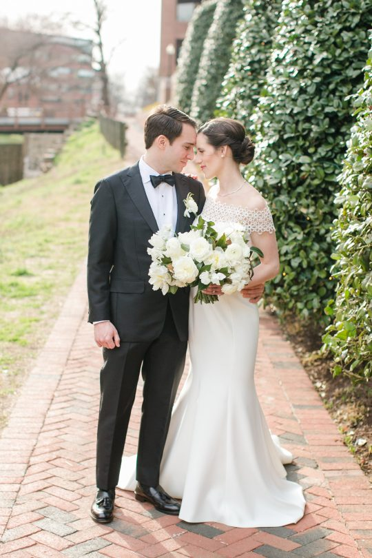 Timeless DC Wedding with Shades of Green Kristen Gardner Photography09