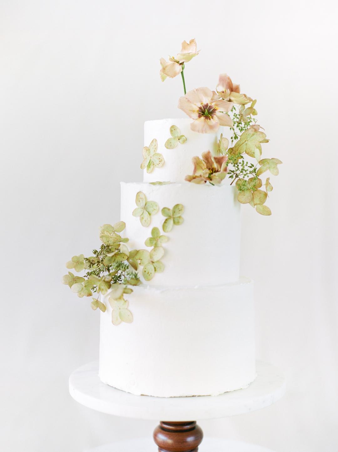 Green Hydrangea Dried Flower Wedding Cake