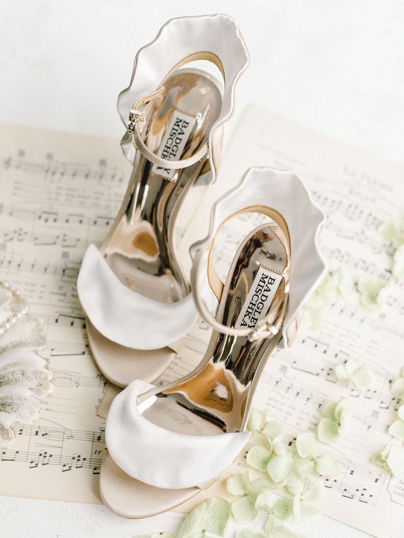 elegant villa wedding ideas XO and Fetti 04